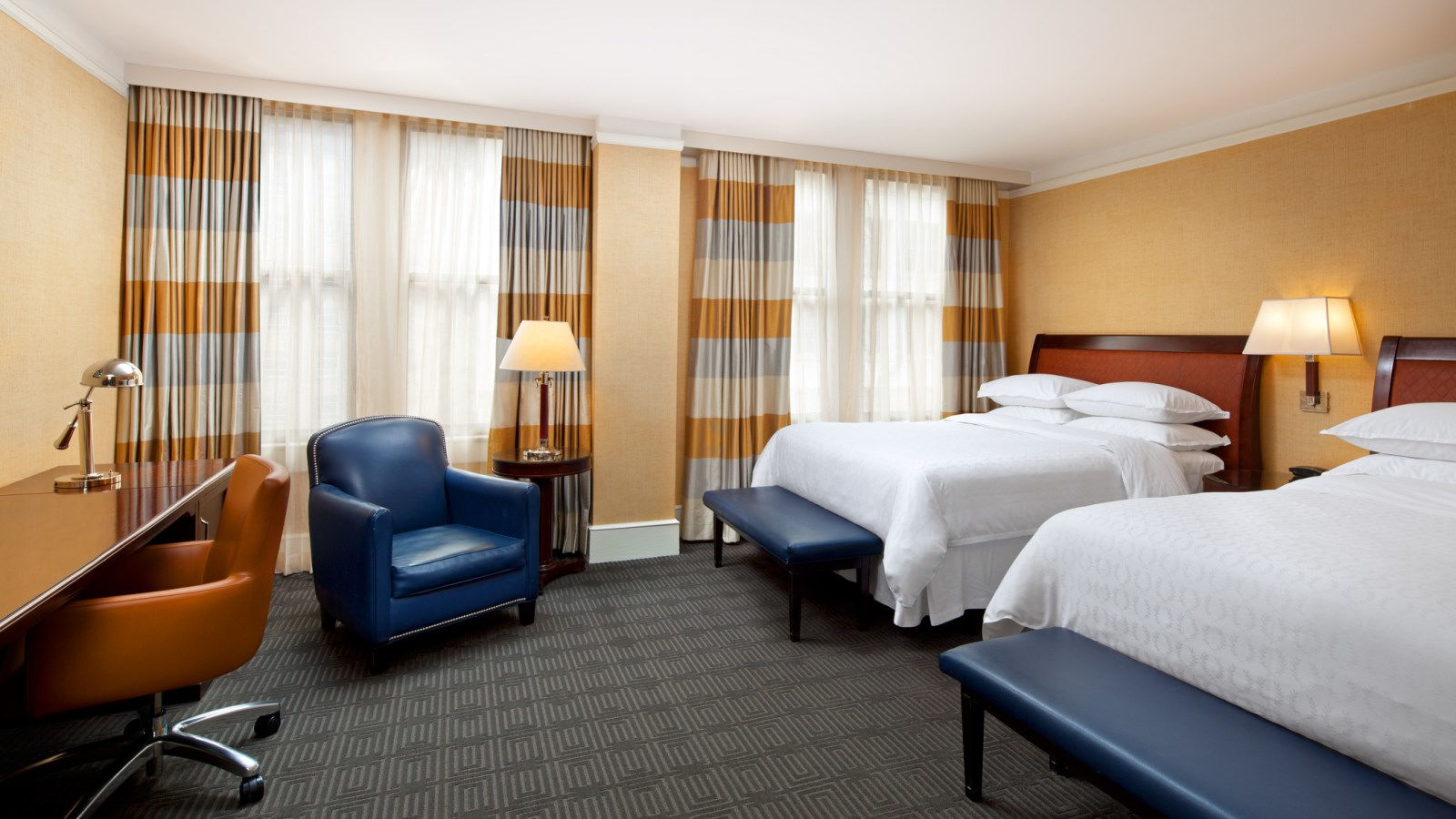 Deluxe Rooms at the Sheraton Gunter Hotel